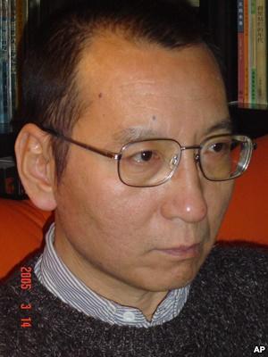 对比新闻:刘晓波和中国政府谁在发抖