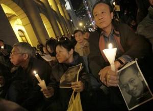 香港民主派人士于1月12日为刘晓波举行烛光祈祷会
